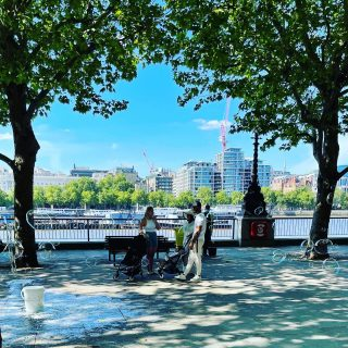 I'm back in #londoncity again. The bubble man was out again on the #southbanklondon whilst I was walking about in the sunshine  ☀️ 🌞 ☀️  #themadwomanintheattic #londontown #londonlife #prettycitylondon #lovelylondon #londondiaries #londoninsta #culturetrip