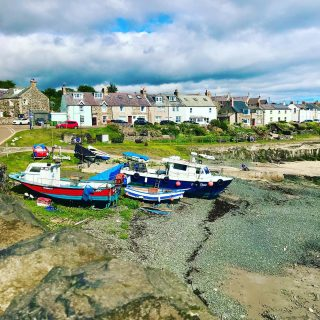 Today's jaunt to #craster and I walked along the coastal path to #dunstanburghcastle  It's been a good week but now it's time for my car to go back to her home and me to go back to mine.  🚗 ☀️ 🏠  #themadwomanintheattic #girlswhotravelsolo #northumberland_uk #northumberland_pics #visitbritain #englishseaside #travelpics