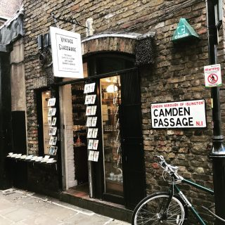Made another mad dash to London today. The way things are headed it could be my last for a wee while. I remember when we thought #camdenpassage was so cool, before every neighbourhood got a market and gourmet food stall. Strange to see it all again and all still there; must be 15 years since I last had an excuse to go to #islington  😊 😎 ☀️  #themadwomanintheattic #girlswhotravelsolo #prettycitylondon