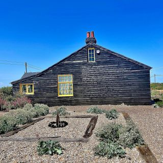 This house belonged to filmmaker #derekjarman and is by the beach at #dungeness  Derek jarman believed that the nearby pub served the best fish and chips in #england. I went there today and I have to say they aware pretty good. The etching on the wall is a poem by John Donne. The cottage has been bought by an art charity to save it from a private bidder, so it is ok to go wander around the garden.  🎨 ☀️ ☀️  #themadwomanintheattic #girlswhotravelso #dungenessbeach #prospecthouse #derekjarman #derekjarmansgarden #visitkent