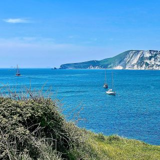 From one end of the #jurassiccoast to pretty much the other. This is #wobarrowbay just a short-ish walk from the abandoned town of #tyneham   ☀️ 🏝 ☀️  #themadwomanintheattic #mytravels #ukroadtrip #beachesofinstagram